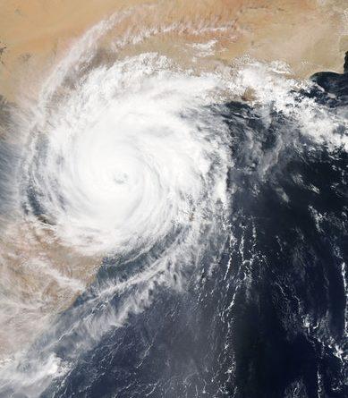 Photographie aérienne d'un cyclone