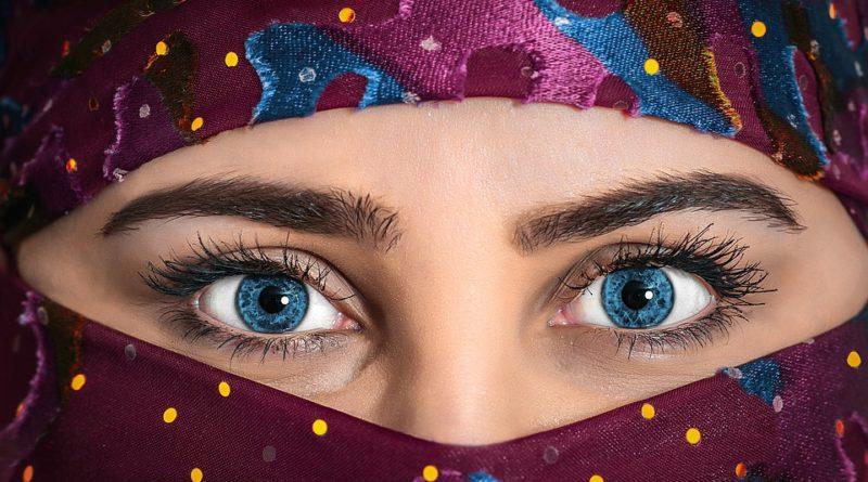 10ce3ce65d6513 Montpellier : La directrice de la boutique Etam suspendue pour  discrimination liée à un hijab