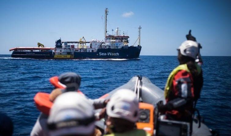 Le navire Sea-Watch 3 bloqué pendant 14 jours en juin 2019 au large des côtes iitaliennes