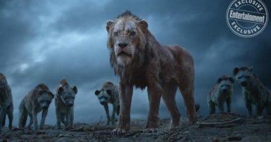 Un scène du Roi Lion avec avec le Scar, le frère de Simba, entouré des hyènes
