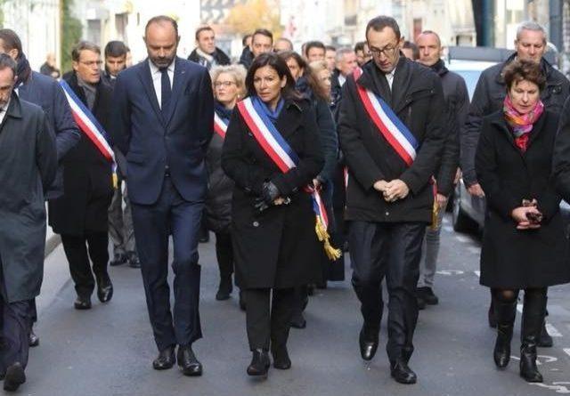 La Maire de Paris, Anne Hidalgo, en compagnie du Premier Ministre Edouard Philippe et d'autres Maires en novembre 2018