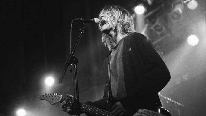 Kurt Cobain sur scèhe dans les années 1990